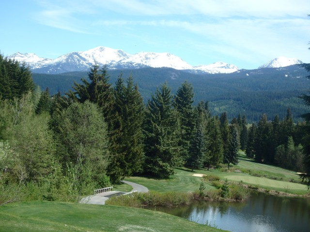 The view over the golf course on the way to Alta Lake