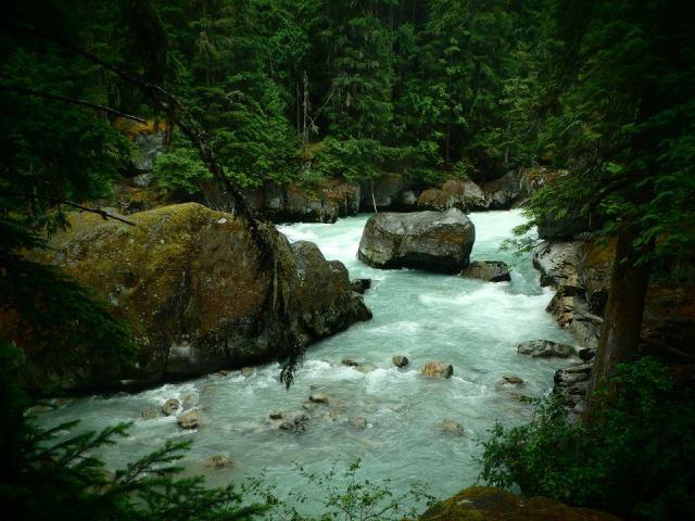 The walk to Nairn Falls